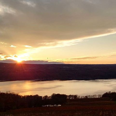 A beautiful Seneca Lake sunset this past weekend. : @prettytoughgirl ___________________________________ # #